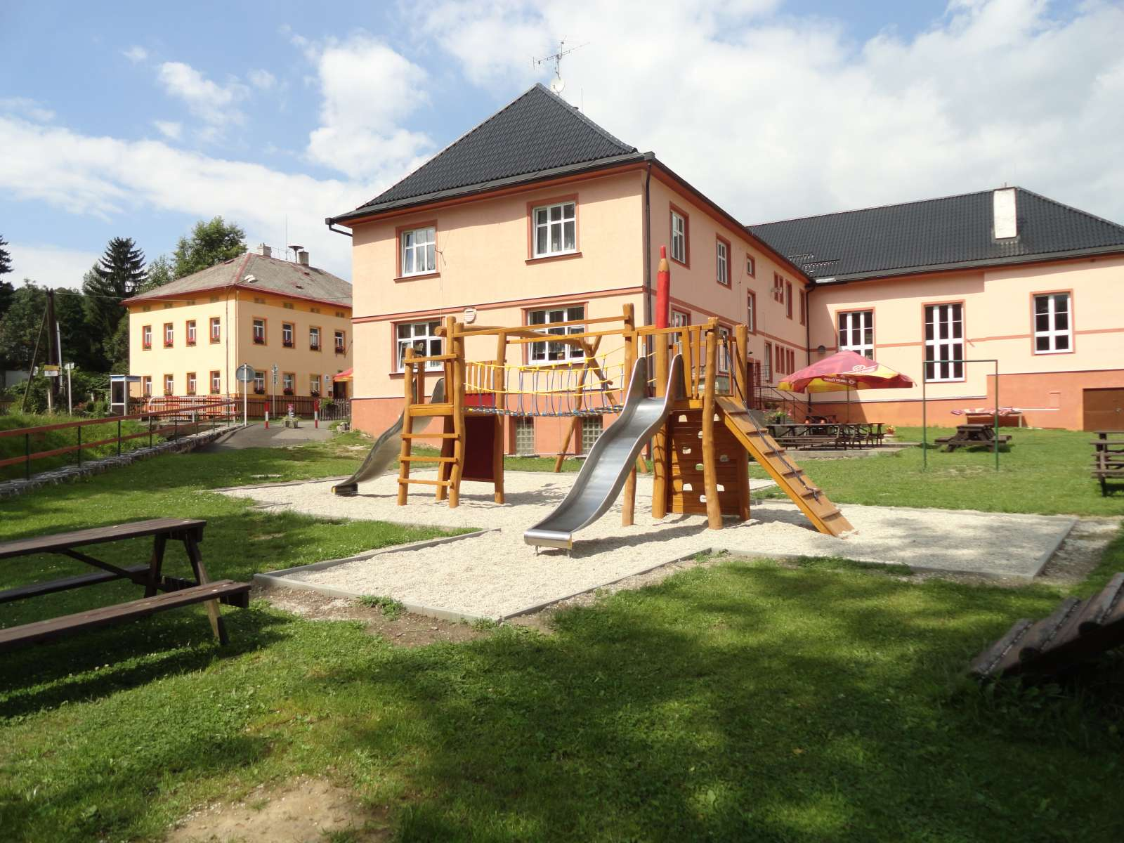 Dětské hřiště za Restaurací a penzionu na Křižovatce, obec Polevsko