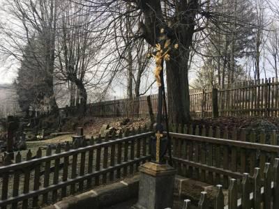 Obnova pomníku s litinovým křížem